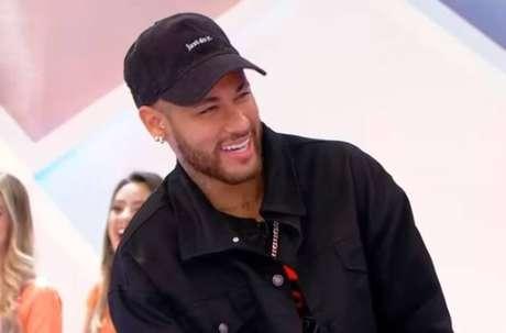 O jogador Neymar durante o 'Jogo dos Três Pontinhos', no SBT, com Silvio Santos.