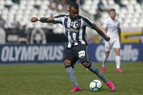 Alex Santana, atuando pelo lado esquerdo, foi bem (Foto: Vítor Silva/Botafogo)