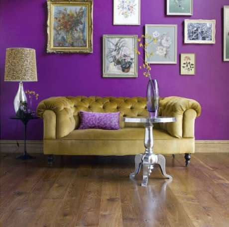 8. O sofá chesterfield colorido é muito interessante para diferentes estilos de decoração. Foto: Borboletas na Alma