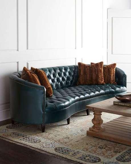 36. As curvas do sofá chesterfield também são muito famosas. Foto: Horchow