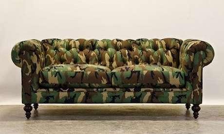 20. Existe até mesmo sofá chesterfield camuflado. Foto: Instagram