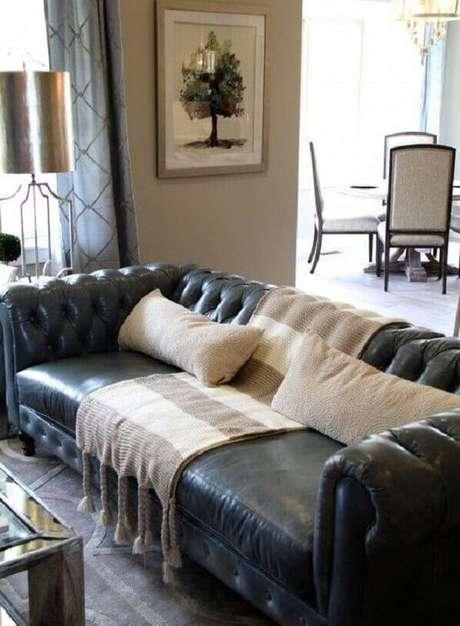 27. Mantas combinam com alguns modelos de sofá chesterfield. Foto: Revista Viva Decora.