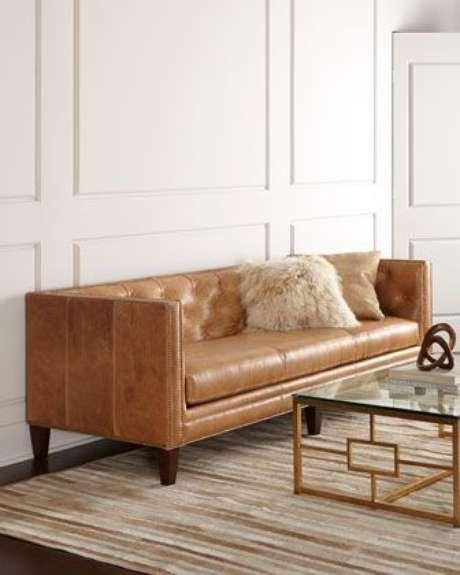 22. Alguns modelos de sofá chesterfield desvirtuam o shape clássico. Foto: Eu Amo Decoração
