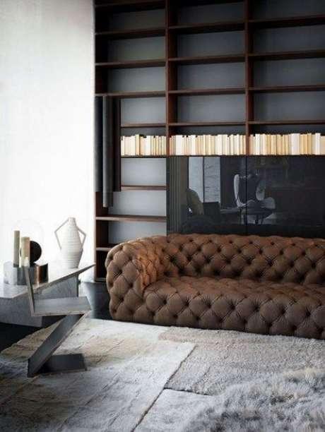 9. Muitos modelos de estofado se inspiram no sofá chesterfield. Foto: Living Room Magazine