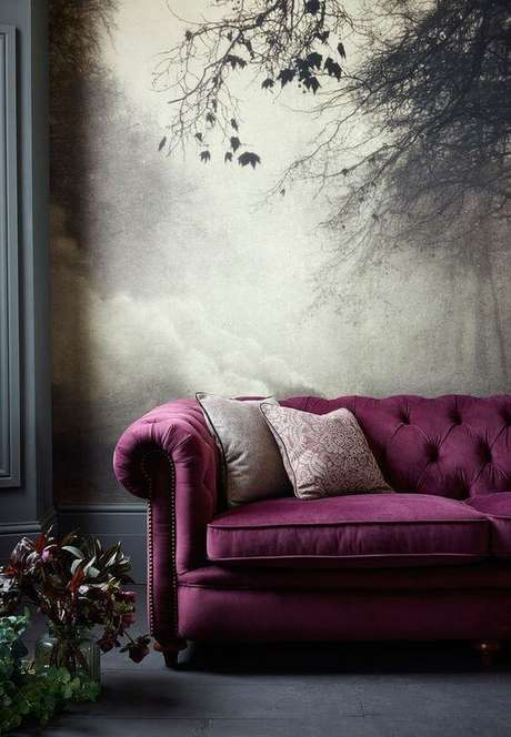 25. O sofá chesterfield roxo é lindo e clássico. Foto: Magical Home Stead