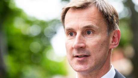 Jeremy Hunt (foto), atual chanceler, era o último desafiante que restou na disputa com Boris Johnson no Partido Conservador