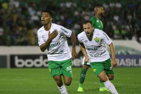 Cuiabá conseguiu vitória por 1 a 0 fora de casa contra o Guarani e se afasta da zona de rebaixamento para a Série C do Campeonato Brasileiro