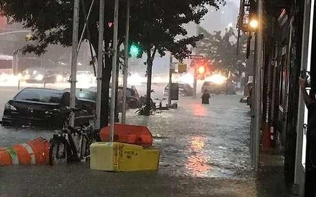 Tempestade alaga ruas de Nova York
