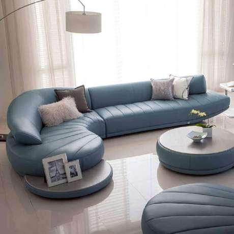 10. Os sofás modernos muitas vezes se tornam o grande destaque na decoração da sala – Foto: Couches & Sofa