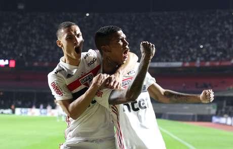 Raniel, do São Paulo, comemora seu gol em partida da equipe contra a Chapecoense, válida pela 11ª rodada do Campeonato Brasileiro 2019, no Estádio do Morumbi, na capital paulista