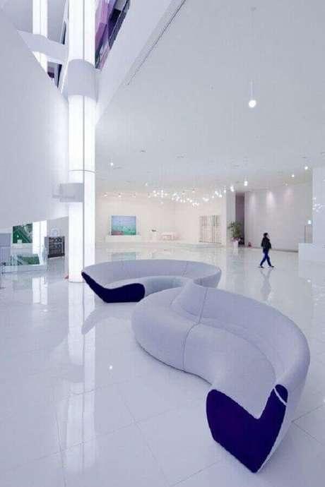 51. Os sofás modernos com formas arredondadas são perfeitos para decorar ambientes com estilo futurista – Foto: Neu dekoration stile