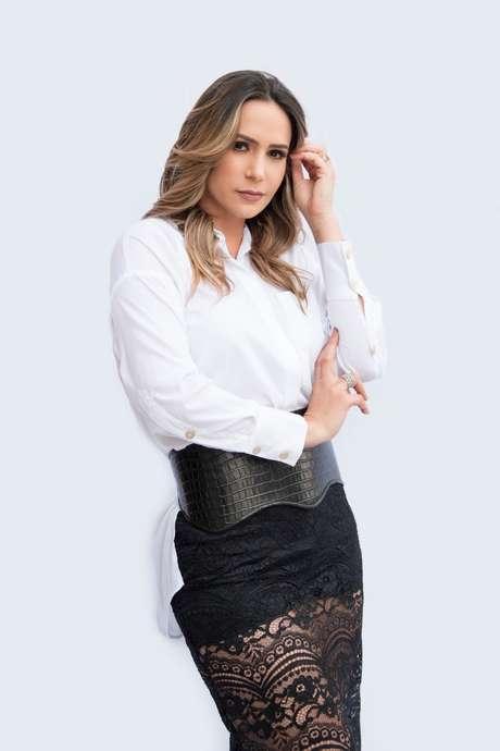 Personal stylist queridinha das celebridades Roze Motta