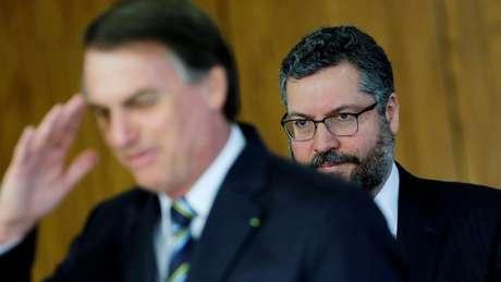 O presidente Jair Bolsonaro e o ministro das Relações Exteriores, Ernesto Araújo; ambos demonstraram preocupação com agenda do foro