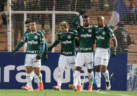 Borja comemora o segundo gol do Palmeiras sobre o Godoy Cruz.