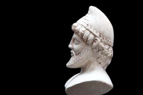 Antiga Estátua de Odysseus, isolado em um fundo preto