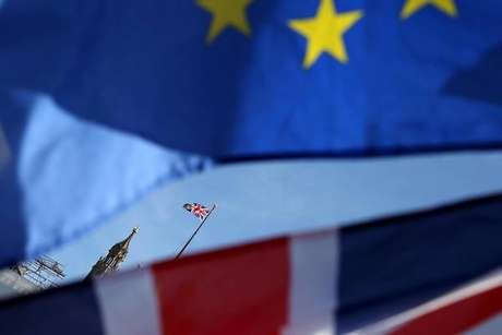 Boris Johnson quer reabrir negociações com a UE
