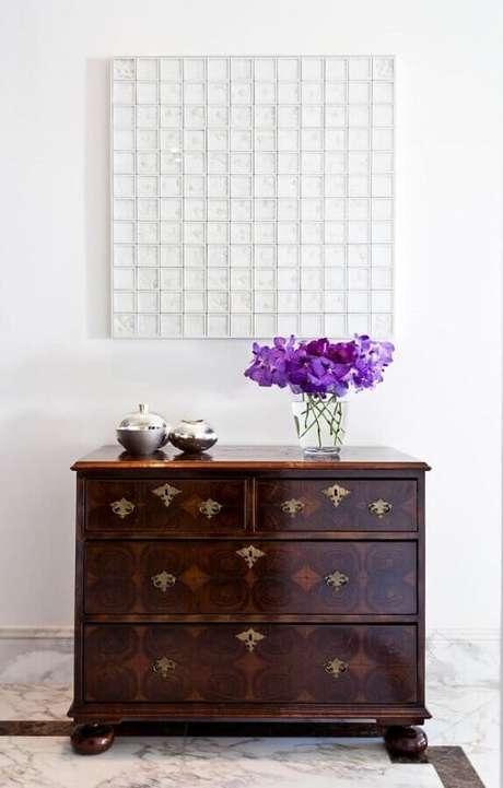 14. Cômodas antigas trazem mais charme para a decoração – Foto: Noura Van Dijk