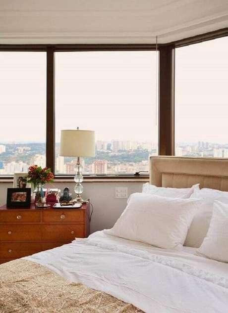 7. As cômodas pequenas são ideais para quartos de casal com menos espaço – Foto: Paulo Carvalho