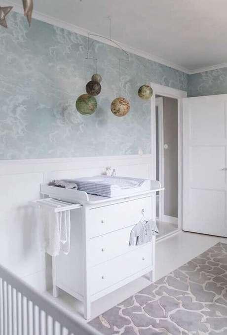 26. Decoração para quarto de bebê todo branco com cômoda com trocador – Foto: Pinterest