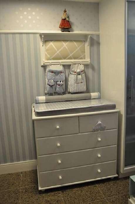 53. Modelo simples de cômoda para quarto de bebê – Foto: Nicolle do Vale