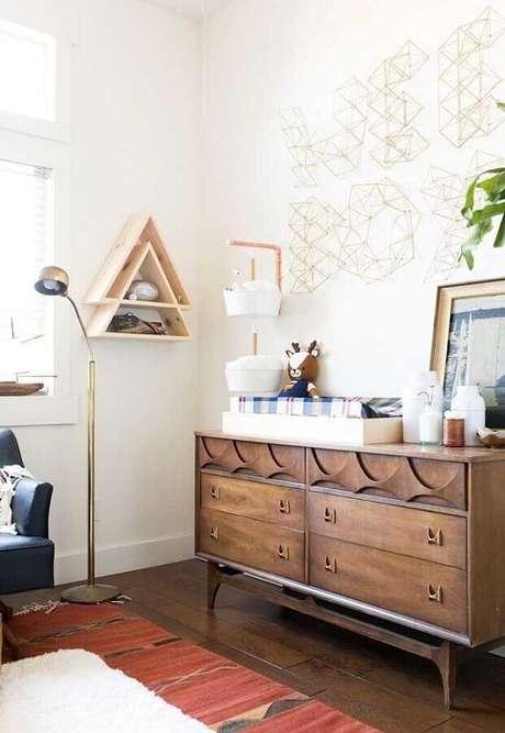 59. A cômoda retrô de madeira também pode ser usada para a decoração de quarto de bebê – Foto: Pinterest