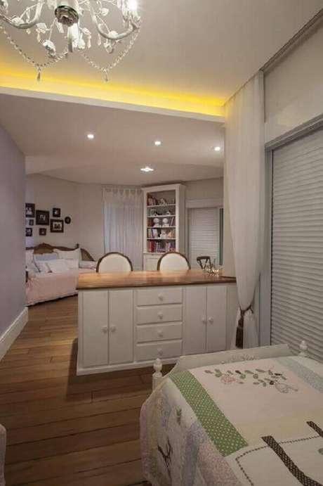 65. Quarto infantil decorado com cômoda branca com tampo de madeira – Foto: Arquitetura 8
