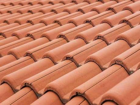40. A telha portuguesa possui uma coloração interessante. Foto: Cobertura Leves