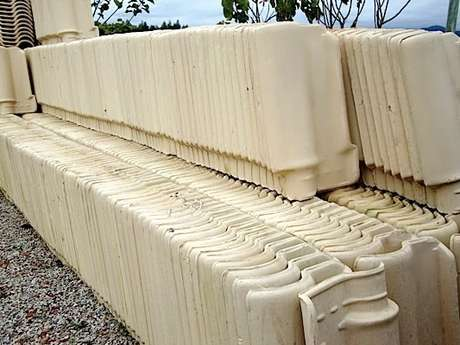 4. A telha portuguesa branca é linda, mas merece cuidados. Foto: Mercado Livre