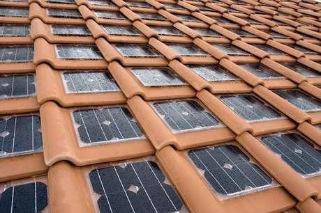23. Painéis solares podem ser colocados em telha portuguesa. Foto: Tua Casa