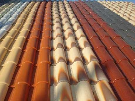 19. Várias cores podem ser utilizadas em um telhado de telha portuguesa. Foto: Decor Fácil