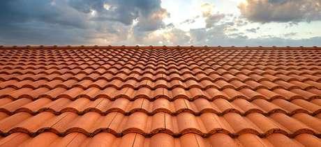 20. A telha portuguesa é perfeita para telhados grandes e pequenos. Foto: AECweb