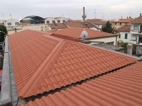 8. A telha portuguesa é utilizada aos montes em sobrados. Foto: Casa Telha