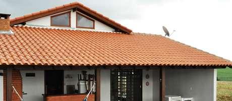 2. A telha portuguesa oferece um efeito lindo. Foto: Viva Decora