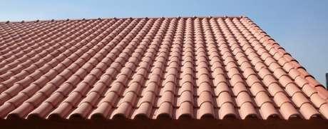 29. A telha portuguesa forma um lindo telhado. Foto: Mercado Livre