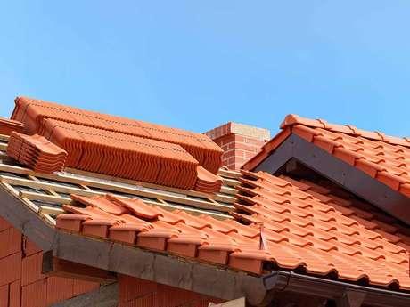 39. O telhado de telha portuguesa pode ser caprichado. Foto: Cobertura Leves