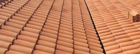 31. O telhado de telha portuguesa é simples e requintado ao mesmo tempo. Foto: Homify