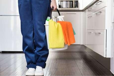 Como limpar parede da cozinha: confira os truques e produtos certos
