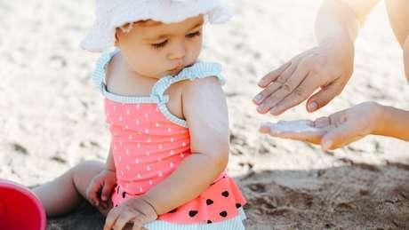 O protetor solar é parte da rotina de milhões de pessoas - inclusive bebês