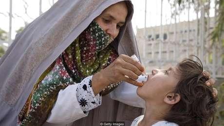 A imunização contra a poliomielite agora salva milhões em todo o mundo, mas parte de seu desenvolvimento foi eticamente questionável