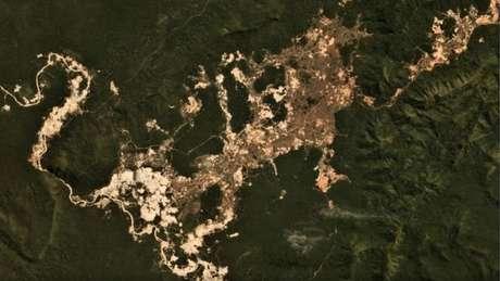 Como exploração mineral em terras indígenas não foi regulamentada em lei, atividade é ilegal, mas vem se expandindo, segundo imagens de satélite
