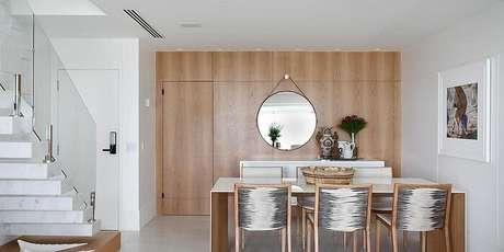 35. Mesa retangular com tampo externo em madeira laqueada branca. Fonte: Pinterest