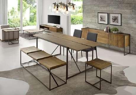 36. Mesa retangular de madeira com design criativo. Fonte: Blog Casa da Iaza