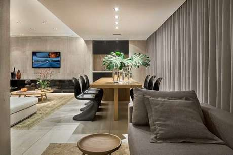 41. Mesa retangular de madeira com design simples e funcional. Fonte: Jardim & Sperb Arquitetura e Interiores