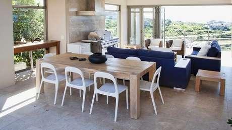 48. Mesa retangular feita com madeira de demolição. Fonte: Westwing