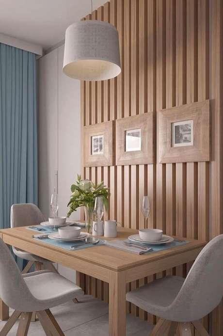 5. Para maximizar o espaço, encoste a mesa retangular na parede. Fonte: Pinterest