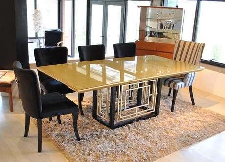 75. Sala de jantar com mesa retangular com tampo amarelo. Fonte: Blog Inusual
