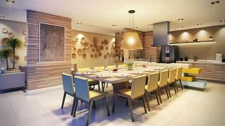 62. Uma sala de jantar grande merece a presença de uma mesa retangular gigante. Projeto por Sandra Picciotto