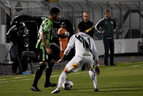 A Ponte foi o time que mais tentou buscar as ações de ataque contra o Coelho, mas foi castigada no fim do jogo com o gol americano, que decretou a derrota em casa- (Mourão Panda/América-MG)