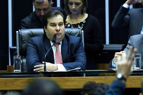 O presidente da Câmara, Rodrigo Maia (DEM-RJ) (c), durante sessão de análise dos destaques ao texto-base da reforma da Previdência, no plenário da Casa, em Brasília (DF)