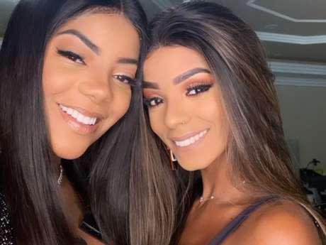 Ludmilla e Bruna Gonçalves postaram fotos do casal na rede social